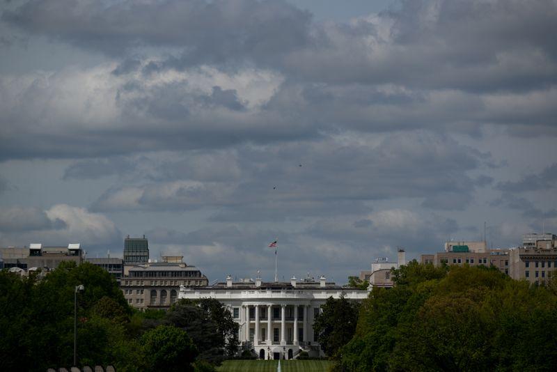 Белый дом подтвердил, что может обязать иностранцев вакцинироваться перед поездкой в США
