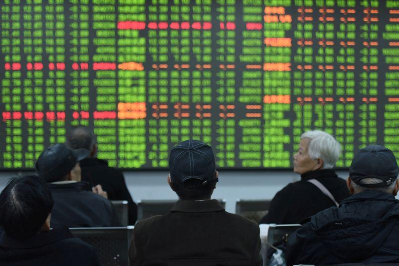 Les actions se débattent alors que les marchés attendent le rapport sur l'emploi aux États-Unis