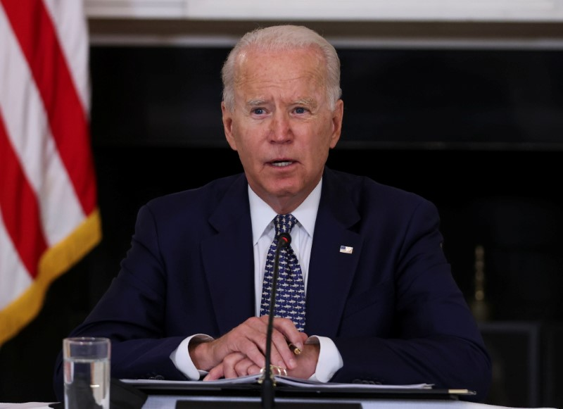 Biden to meet with United Airlines CEO, others on COVID vaccine efforts