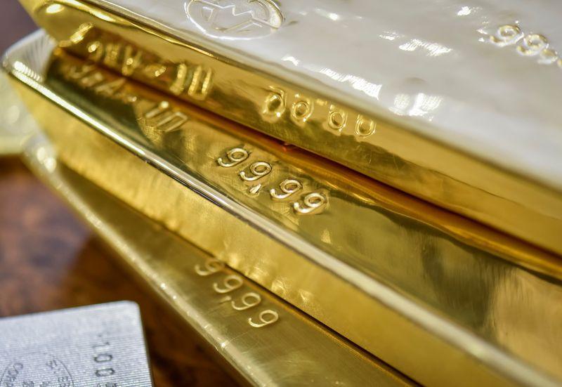 Oro supera los 1.750 dólares por onza porque se moderan expectativas sobre Fed