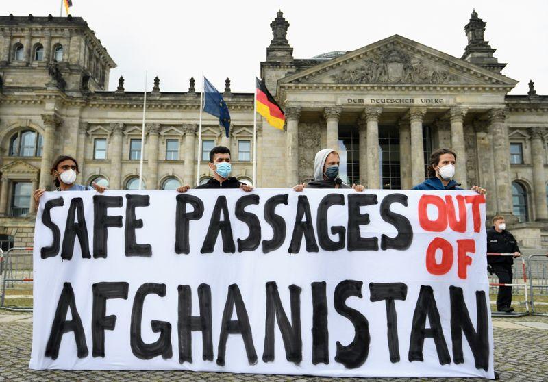 UE diz que só trabalhará com Taliban se direitos forem respeitados