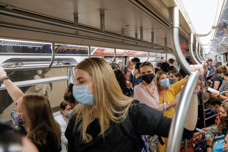 EUA planejam estender uso obrigatório de máscaras em transportes até 18 de janeiro, dizem fontes