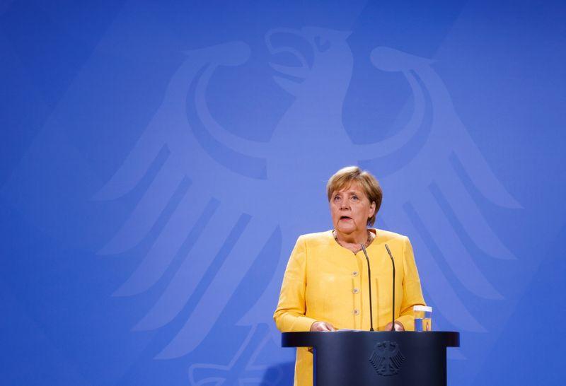 Меркель обсудит Афганистан, Украину на встрече с Путиным