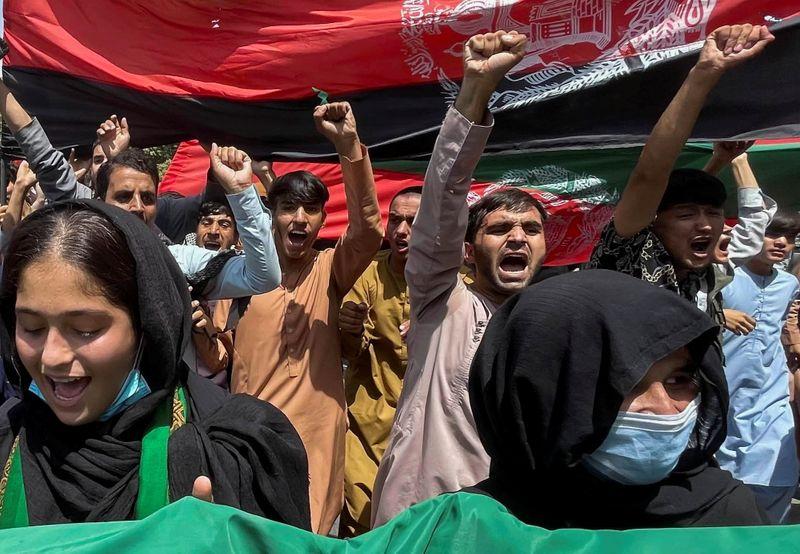 Protestos no Afeganistão se espalham e chegam a Cabul; Taliban pede unidade nacional