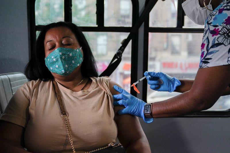 Cientistas questionam evidências usadas por EUA para dose de reforço de vacinas contra Covid