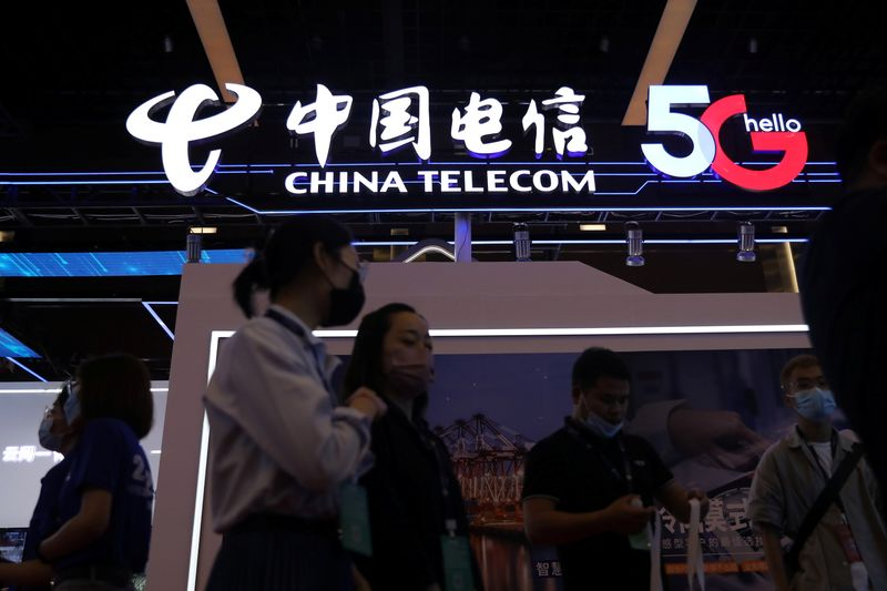 Акции China Telecom взлетели на треть на дебютных торгах в Шанхае