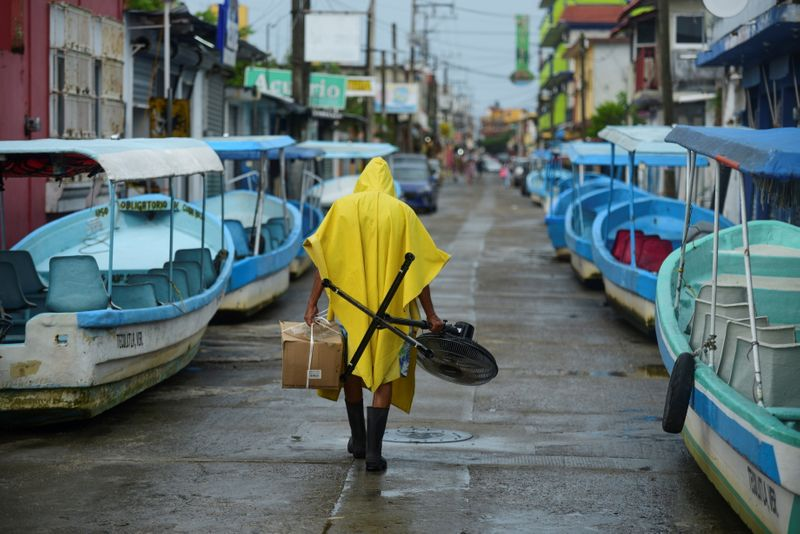 Hurricane Grace lashes eastern Mexico, causing power outages, flooding
