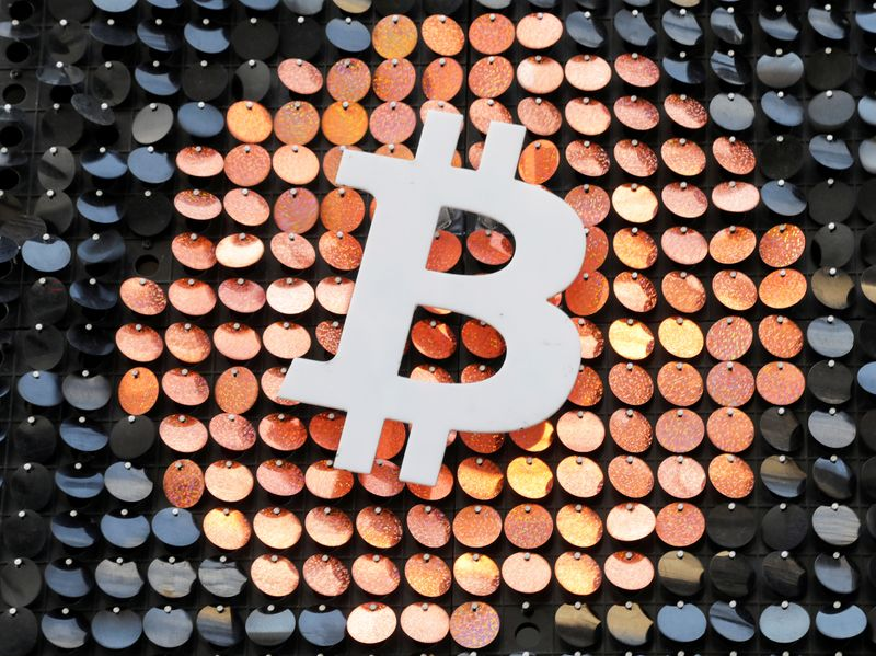 Bitcoin supera i 50.000 dollari, rallenta ripresa