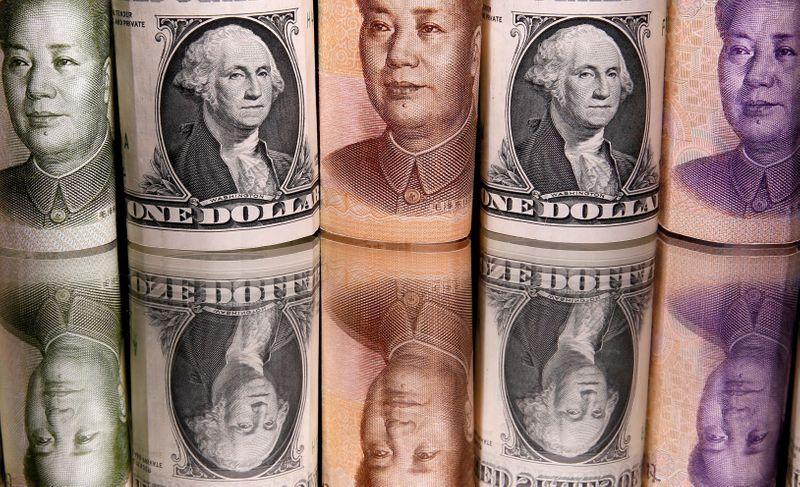 Доллар торгуется выше недельного минимума на фоне опасений о дельта-штамме