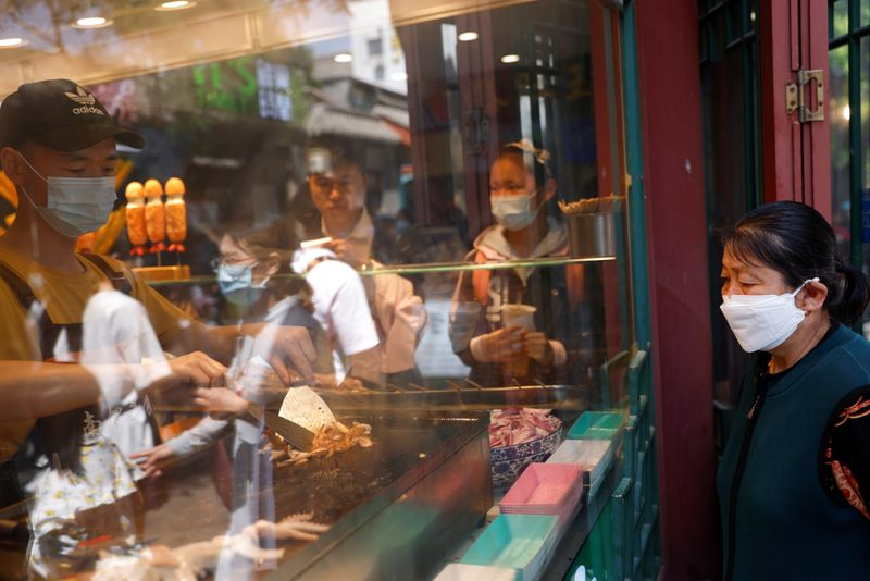 China urges financial support for retail, catering, trading firms