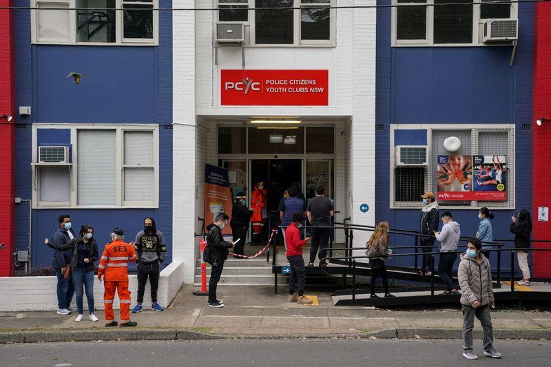 Hospitais de Sydney montam barracas de emergência ao verem recorde de casos de Covid