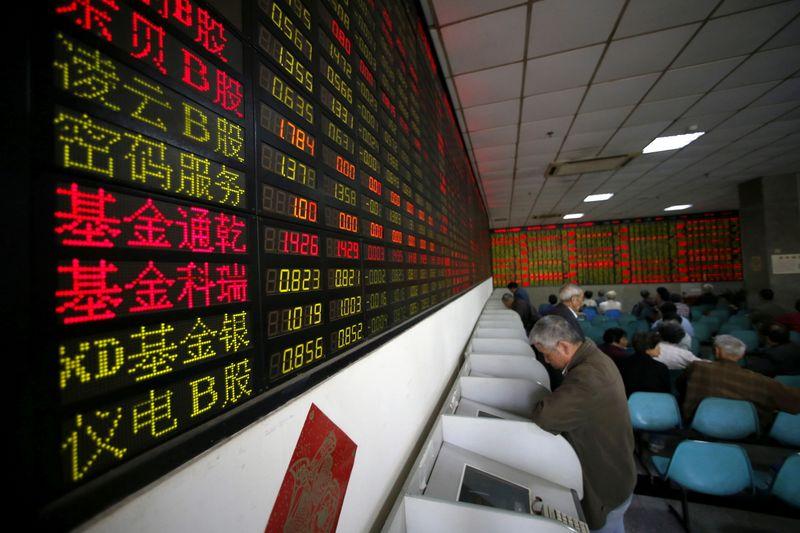 Китайские акции выросли, инвесторы ставят на поддержку экономики со стороны ЦБ