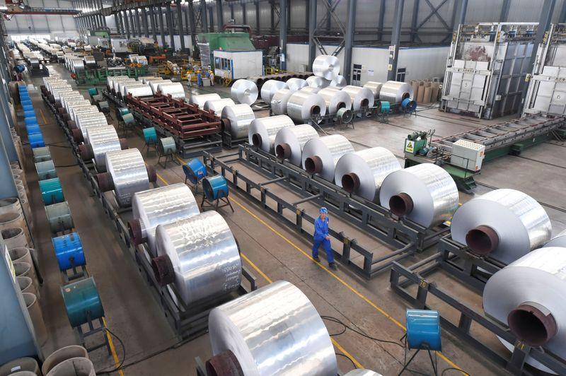 METALES BÁSICOS-Aluminio toca máximo desde abril 2018 por restricciones China, cobre sube