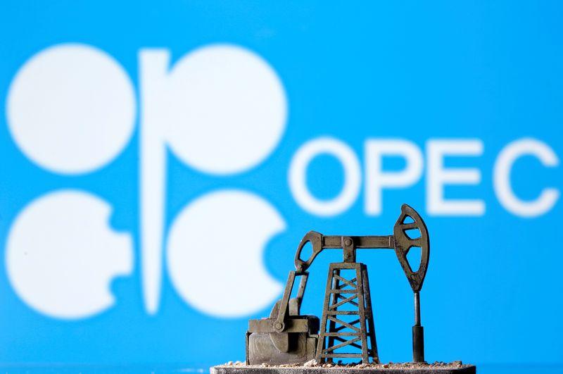 Добыча нефти ОПЕК в августе выросла, но перебои в поставках ограничили подъем -- исследование Рейтер