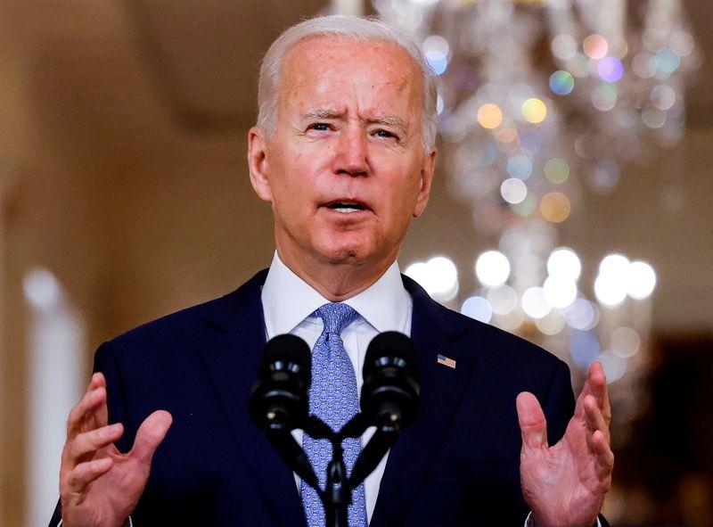 Biden ofrece apoyo y nueva ayuda en la primera reunión con el Zelenskiy ucraniano