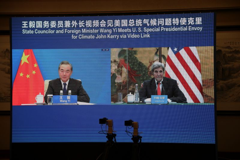 U.S. climate envoy Kerry urges China to keep politics out of global warming