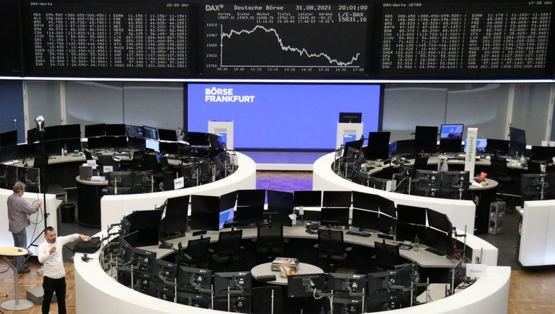 © Reuters. FILE PHOTO: The German share price index DAX graph is pictured at the stock exchange in Frankfurt, Germany August 31, 2021. REUTERS/Staff