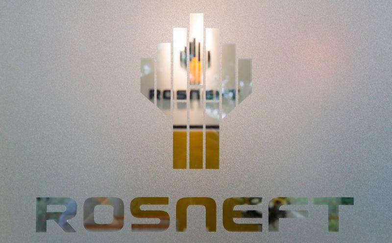 Роснефть и Русгидро договорились развивать инфраструктуру для зарядки электромобилей