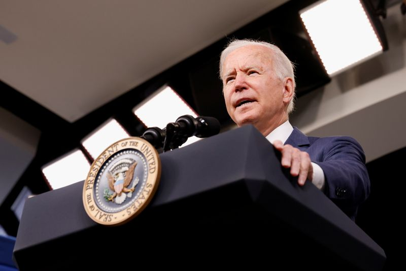 © Reuters. U.S. President Joe Biden delivers remarks on response in the aftermath of Hurricane Ida from the Eisenhower Executive Office Building on the White House campus in Washington, U.S. September 2, 2021. REUTERS/Jonathan Ernst