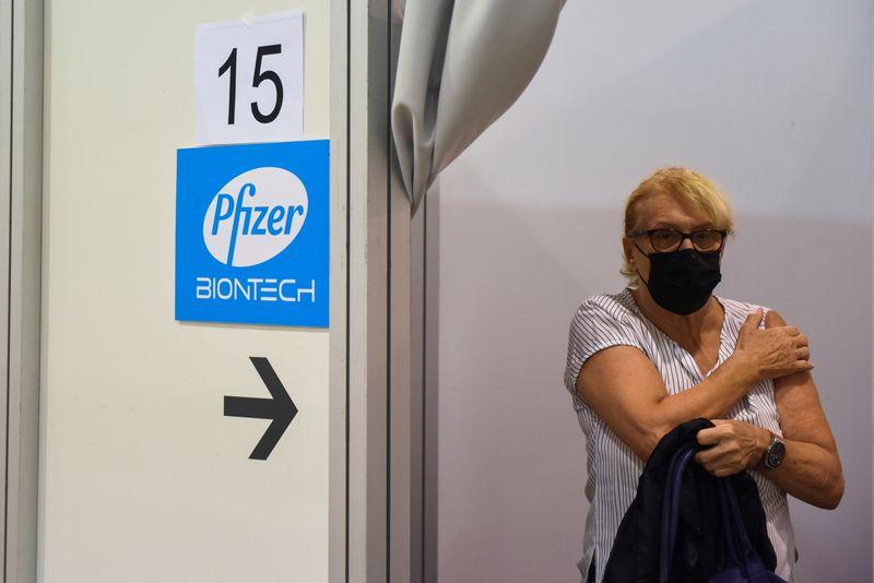 EUA vão iniciar reforço contra Covid-19 apenas com vacina da Pfizer, diz fonte
