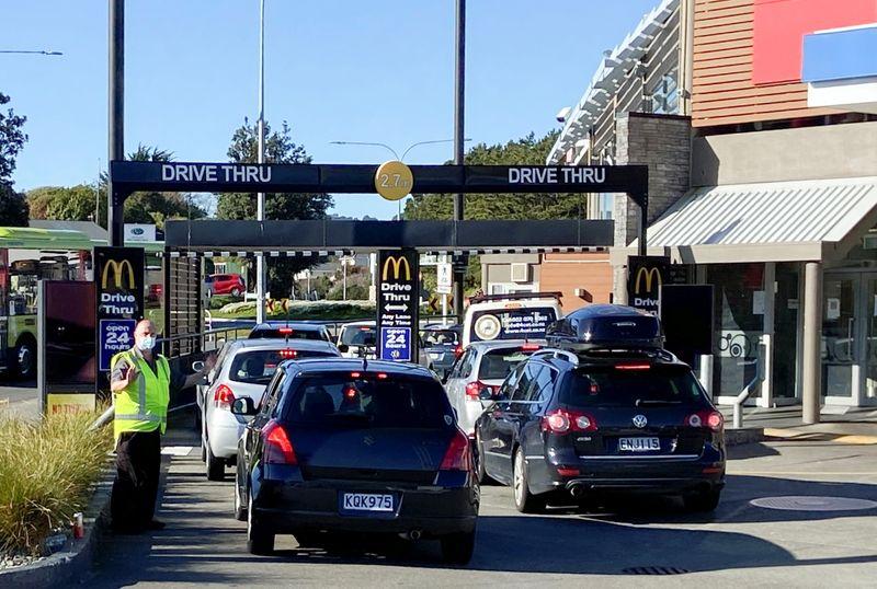Nueva Zelanda levanta restricciones y dice que la eliminación de delta está a la vista