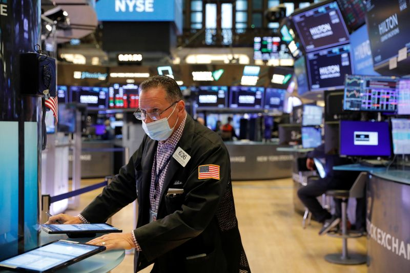 НЕДЕЛЯ НА УОЛЛ-СТРИТ-Инвесторы осторожничают, хотя акции взлетели до новых максимумов