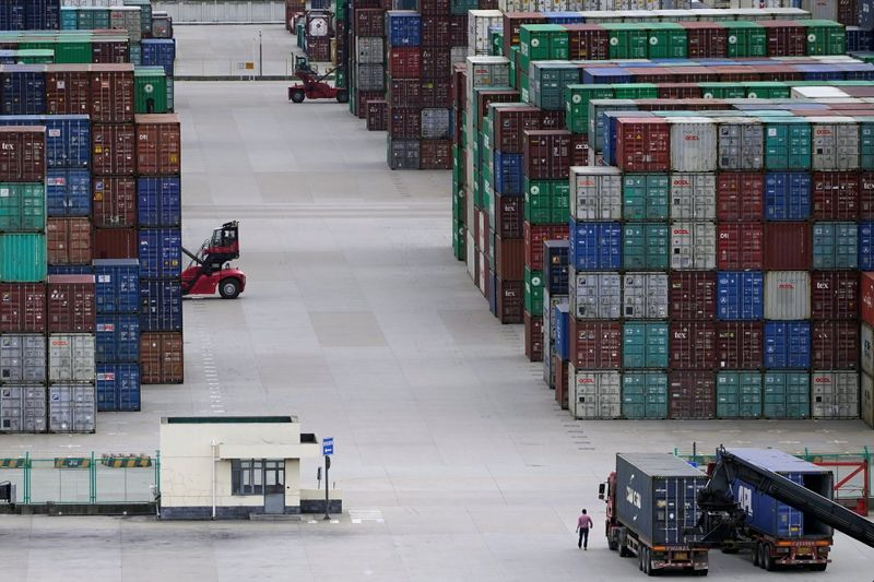 China's Aug export growth unexpectedly picks up speed, imports solidly up
