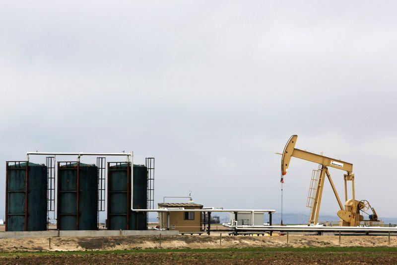 Нефть дешевеет из-за тревог о спросе
