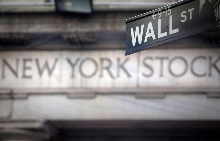S&P 500 cierra en baja; grandes tecnológicas impulsan al Nasdaq a récord