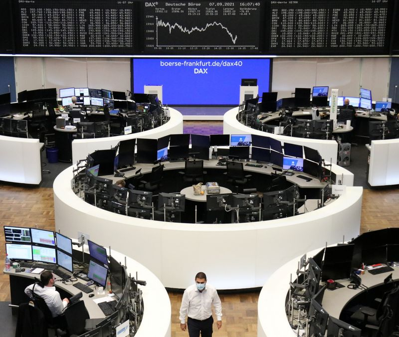 © Reuters. FILE PHOTO: The German share price index DAX graph is pictured at the stock exchange in Frankfurt, Germany, September 7, 2021. REUTERS/Staff