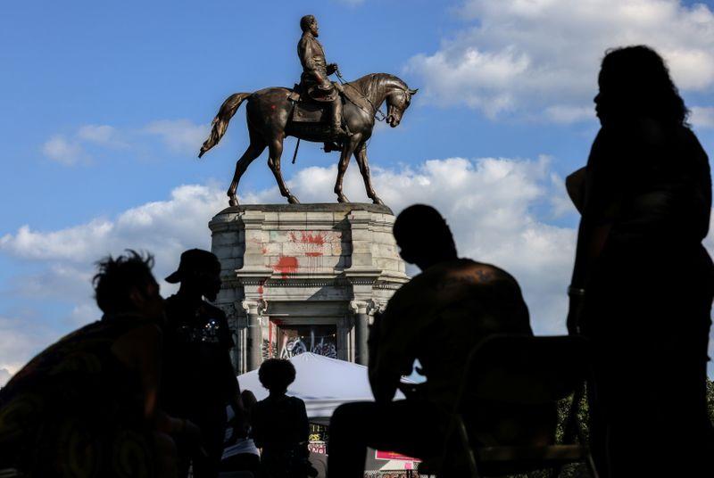 Virginia to remove statue of Confederate hero Robert E. Lee on Wednesday