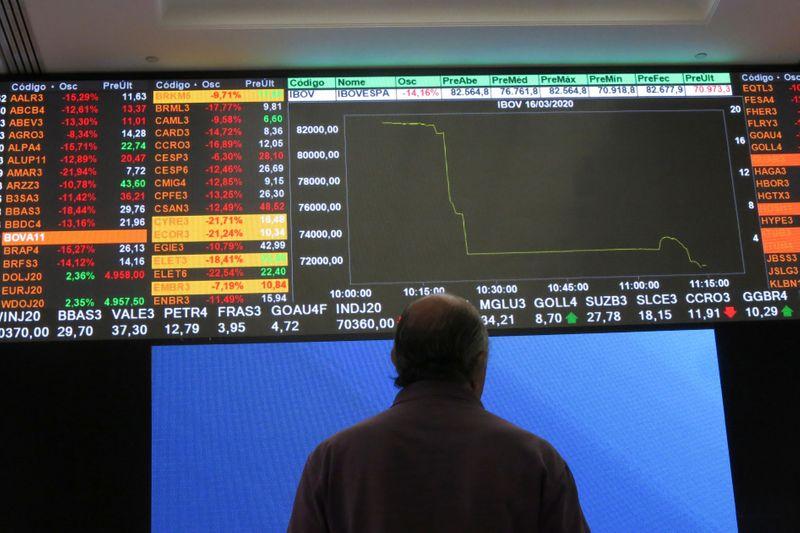 Акции и валюты EM падают из-за беспокойств о росте, юань укрепляется