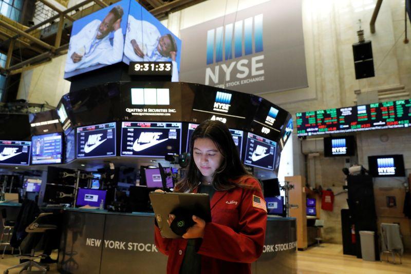 Уолл-стрит закрылась в минусе из-за падения акций техгигантов