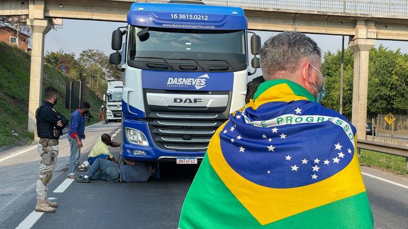 Bolsonaro to meet striking Brazil truckers as police clear blockades