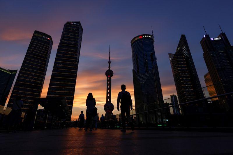 Китайские акции поднялись после
