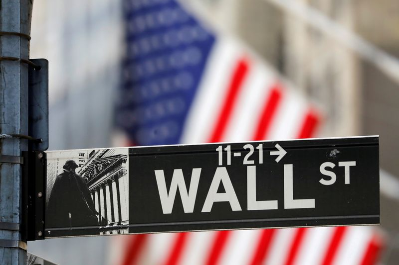 © Reuters. FILE PHOTO: A street sign for Wall Street is seen outside the New York Stock Exchange (NYSE) in New York City, New York, U.S., July 19, 2021. REUTERS/Andrew Kelly/File Photo