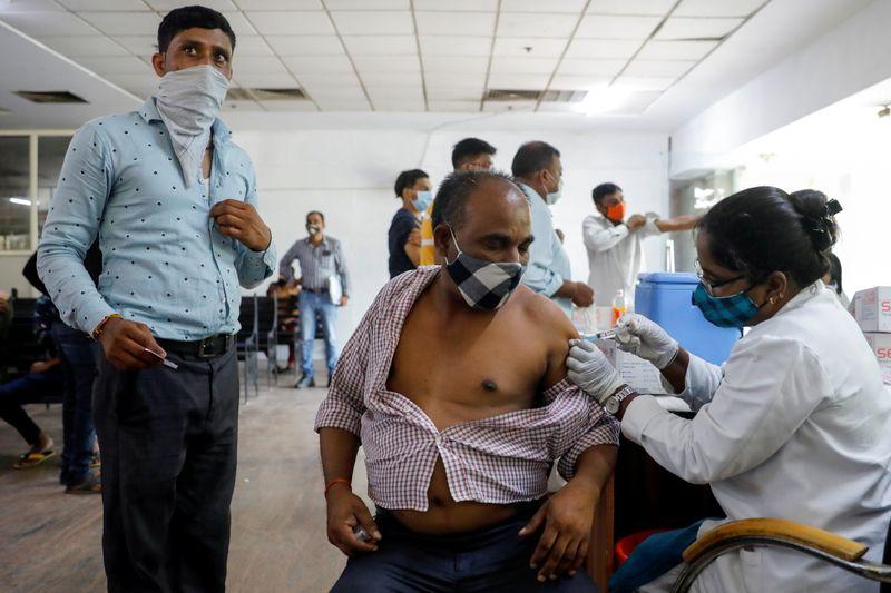 Índia teme negligência com segunda dose de vacinas contra Covid-19