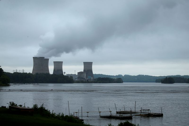 Illinois approves $700 million in subsidies to Exelon, prevents nuclear plant closures
