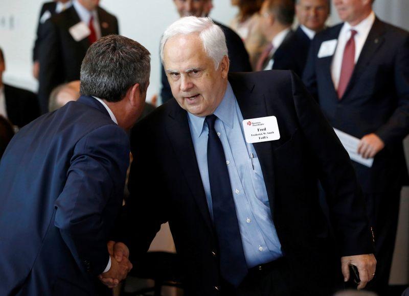 Proxy advisers split on FedEx CEO Smith's pay