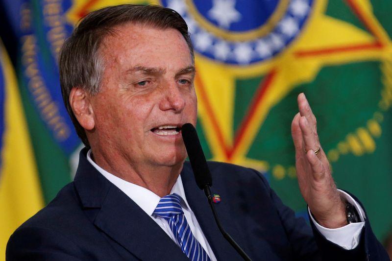 Devemos nos antecipar a problemas e buscar fazer cada vez mais, diz Bolsonaro