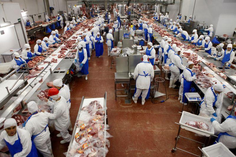 Exportação de carne bovina do Brasil salta no início do mês apesar de bloqueio para China