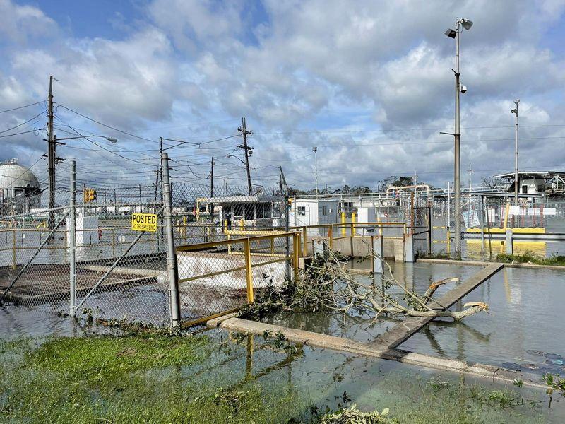 Энергетические компании США ждут удара нового урагана