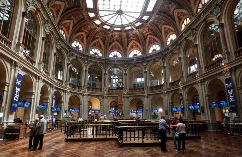 La bolsa española espera nerviosa el dato de inflación de EEUU