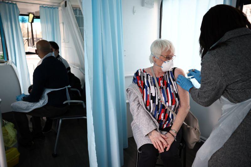 Reino Unido prepara el programa de vacunas de refuerzo de COVID