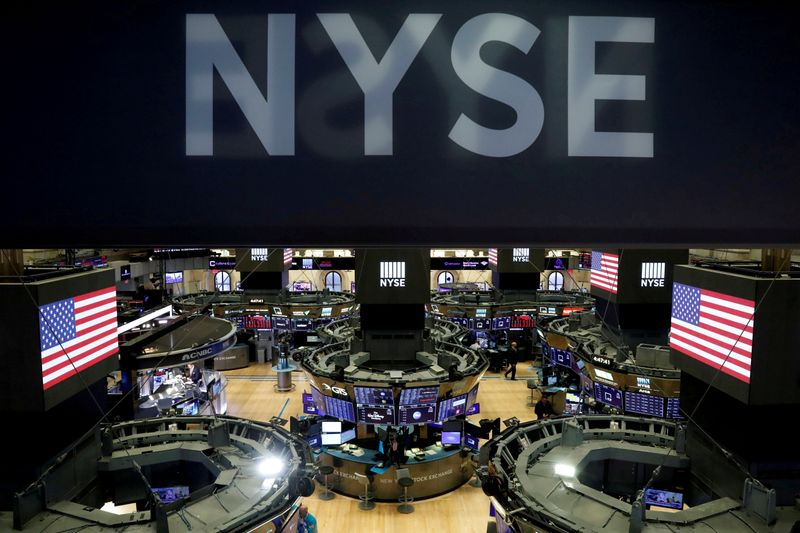 © Reuters. FILE PHOTO: The floor of the theNewYorkStockExchange(NYSE) is seen after the close of trading inNewYork, U.S., March 18, 2020. REUTERS/Lucas Jackson