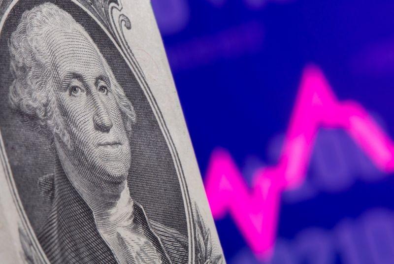 Доллар стабилен после данных об инфляции в США
