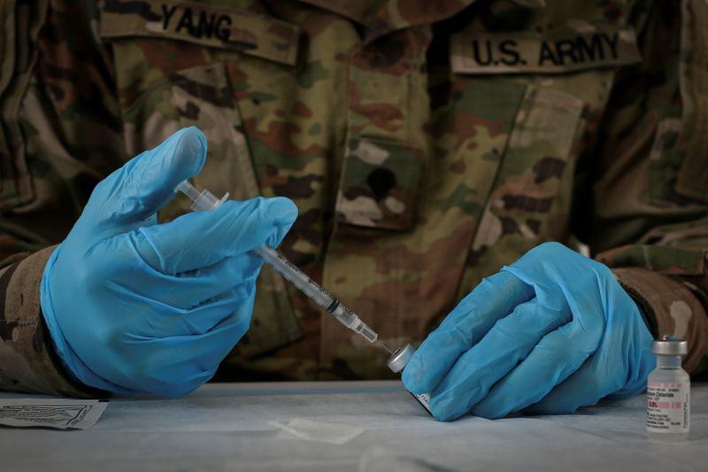 米陸軍、新型コロナワクチン接種拒否する兵士は除隊も