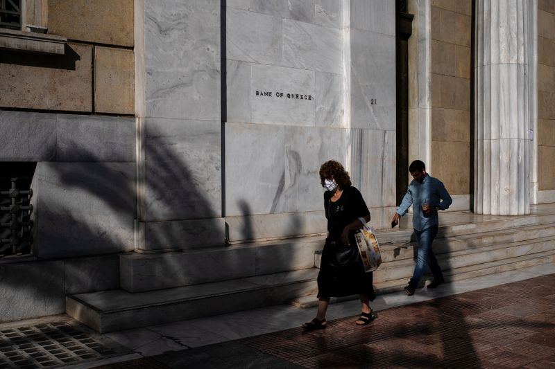 Greek jobless rate drops to 15.8% in second quarter