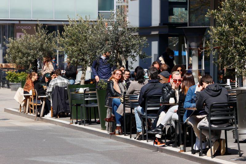 Swiss gov't lowers 2021 economic forecast on global pressures