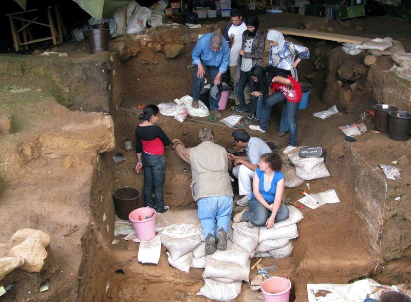 مغارة مغربية تكشف أقدم الأدلة على بداية صنع الملابس